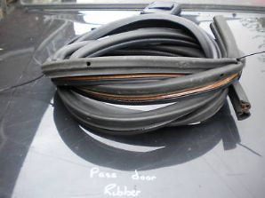 peugeot 205 1.9 1900 gti n/s/f door rubber seal